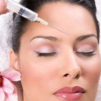 Mesotherapia on ei-kirurginen esteettinen hoito, joka stimuloi ihoa kiinteytymään sisältäpäin. Hoidossa ihoon ruiskutetaan pieniä määriä juuri niitä tehoaineita, joita iho tarvitsee uudistuakseen ja kaunistuakseen. http://cityklinikkahelsinki.blogspot.fi/2015/05/mesoterapia.html