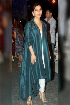 Sophie Choudry at Manish Malhotra's at #LFW2016 show. #Bollywood #Fashion #Style #Beauty #Hot