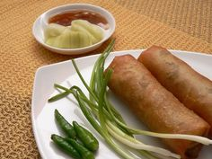 Lumpia Semarang, special spring rolls from Semarang with bam. - Lumpia Semarang, special spring rolls from Semarang with bamboo shoot filling Indonesian Desserts, Indonesian Cuisine, Indonesian Recipes, Food N, Food And Drink, Lumpia, Asian Recipes, Ethnic Recipes, Asian Foods