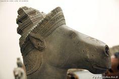 Hayagriva Divinité masculine à tête de cheval (Vajimukha). 3ème quart du 10e siècle. Groupe du nord de Sambor Prei Kuk Style de Pre Rup (950-975) Sculpture grès Site Sambor Prei Kuk, Cambodge Section Cambodge du musée Guimet