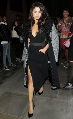 SELENA GOMEZ Hello, glamorous! The singer leaves London's Dorchester Hotel. #celebrity #selenagomez #latina