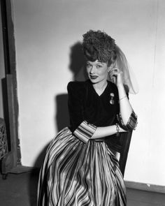 Lucille Ball at ease during her photo shoot at the Daily News color studio, 1944
