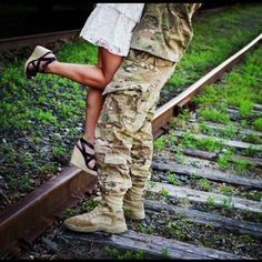 We have a bar wire fence so I thought that instead of train tracks would look cool. Military Homecoming, Military Wedding, Military Love, Military Photos, Military Spouse, Military Party, Engagement Couple, Engagement Pictures, Soldiers Coming Home