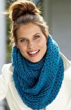Make-It-Quick Loop Cowl super bulky yarn w/size 15 needles