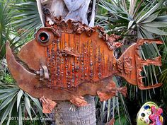 Metal garden art can completally transform your garden, adding color and uniqueness. Some of the metal garden art is almost life like. Metal Flower Wall Art, Metal Yard Art, Metal Tree Wall Art, Scrap Metal Art, Metal Artwork, Sculpture Metal, Fish Sculpture, Art Sculptures, Abstract Sculpture