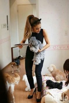 ♡ True Arianators know every single name of her dogs ♡