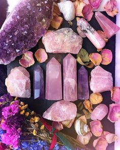 Heal your heart and open your crown with rose quartz and amethyst crystals Crystal Magic, Crystal Grid, Crystal Healing, Crystal Crown, Crystals And Gemstones, Stones And Crystals, Crystal Aesthetic, Crystal Decor, Crystal Collection