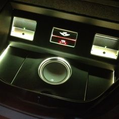 Look speakers JL Audio bass led colors