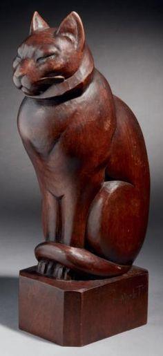 """E.MORLET Оценка: 1 000 - € 1500 Результат: 2000 € """"Chat"""" Скульптура из красного дерева, мореного дерева в высоком рельефе. Прямая размер. Подписан """"E.Morlet"""" на постаменте, его правая 40 х 12,5 х 15 см Art Deco cat in solid mahogany"""