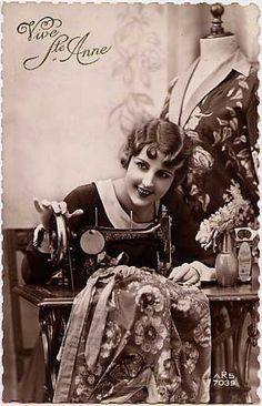 Vintage Pictures, Old Pictures, Vintage Images, Old Photos, Vintage Ideas, St Anne, Vintage Sewing Machines, Victorian Women, Love Sewing