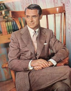 Love this color photo of Cary Grant, so handsome, great dresser & great actor. Old Hollywood Stars, Classic Hollywood, Hollywood Men, Cary Grant Daughter, Granted Quotes, Gary Grant, North By Northwest, Style Masculin, Actrices Hollywood