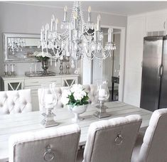Candles - large - on each side of arrangement? Dining Room Table Decor, Elegant Dining Room, Dining Room Design, Living Room Decor, Room Inspiration, Interior Inspiration, Interior Design Living Room, Interior Livingroom, House Design