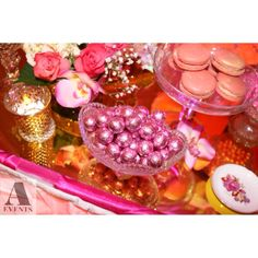 #sweet16 #chandelier #chandeliertheme #pink #gold #sparkle #glam #formal #intimate #aevent #candybuffet #sweetstudio #candy #bizcocho #chocolate #macaroon