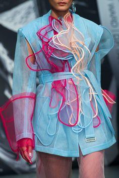 On Off presents itself at London Fashion Week Spring 2 .- On Off präsentiert sich auf der London Fashion Week Spring 2019 – On Off presents itself at London Fashion Week Spring 2019 – – - Haute Couture Style, Couture Mode, Couture Fashion, Fashion Beauty, Fashion Show, Womens Fashion, Fashion Tips, Fashion Trends, Fashion Fashion