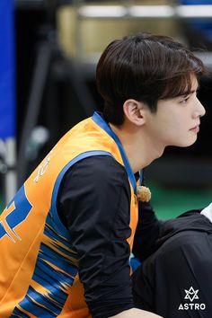 Behind the scenes 'Handsome Tigers' basketball play's Lee Dong Min, Lee Dong Wook, Cha Eunwoo Astro, Korean Drama Best, Pre Debut, Yook Sungjae, Kdrama Actors, Cha Eun Woo, Song Joong Ki