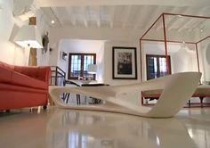 Un monolocale di 45 metri quadrati o poco più supportato da elementi darredo di classe dal designer esclusivo nel pieno rispetto delle tendenze attuali, ricreando un ambiente che si può