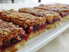 vişneli dilimler Snack Recipes, Dessert Recipes, Snacks, Desserts, Easy Cooking, Cooking Time, Pudding Cake, Turkish Recipes, Food And Drink