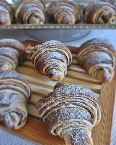 Extra jemné, lahodné croissanty s čokoládou Snacks For Work, Healthy Work Snacks, Banana Pudding Recipes, Artisan Food, Nutella, Sweet Recipes, Delish, Food And Drink, Sweets