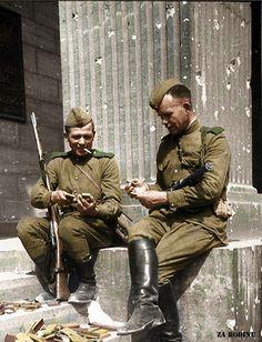 The+war+is+over+-+Soviet+soldier's+in+Berlin+1945