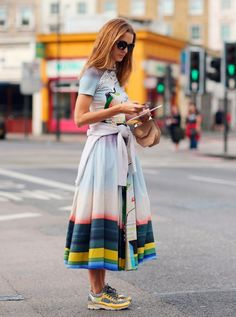 Style inspiration straight from the streets of New York - Let the latest New York Fashion Week street style looks inspire your style this week 70s Fashion, Look Fashion, Korean Fashion, Fashion Brands, Fashion Outfits, Queer Fashion, Fashion Mask, Classy Fashion, Dress Fashion