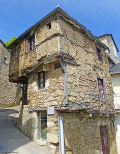 Je suis entrée dans la plus vieille maison de Sévérac-le-Château