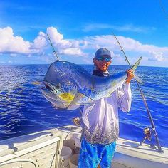 How To Get Started With Salt Water Fishing. Photo by Ricardo's Photography (Thanks to all the fans! Check out fishing. Sport Fishing, Fishing Tips, Fly Fishing, Fishing Stuff, Fishing Boats, Cool Fish, Big Fish, Salt Water Fish, Salt And Water