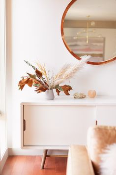 All About Pampas Grass post is your one-stop educational resource to learn everything you ever wanted to know about this popular plume! Modern Holiday Decor, Dining Room Bar, Dining Decor, Pampas Grass, Dream Decor, Autumn Theme, Bohemian Decor, Boho Chic, Home Decor Inspiration