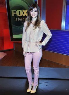 Favorite Dresses Petite celebrity Rachel Bilson believes that cropped jeans can be a fashion solution for short women.Petite celebrity Rachel Bilson believes that cropped jeans can be a fashion solution for short women. Fashion For Petite Women, Petite Jeans, Rachel Bilson, Style Challenge, Colored Denim, Latest Outfits, Petite Dresses, Cropped Jeans, Get Dressed