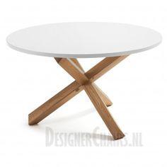 LAFORMA-KAVE NORI Door zijn ronde vorm en kleur krijgt de tafel een ruimtelijke look mee. Het blad is van MDF en is wit (mat). Het onderstel is van eiken hout.