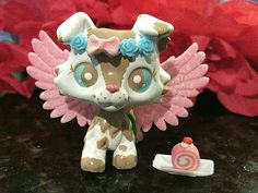 Custom hand painted Littlest Pet Shop Collie Dog. Dog has been sealed for lasting play. Wings are removable. Comes with everything seen in the picture. Little Pet Shop, Little Pets, Needle Felted Animals, Felt Animals, Fabric Dolls, Rag Dolls, Custom Lps, Lps Toys, Lps Littlest Pet Shop