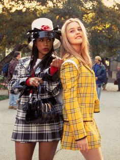 Alicia Silverstone and Stacey Dash 1995 Alicia Silverstone and Stacey Dash as Cher and Dionne in Clueless secured a plaid mini phenom. 1990 Style, Style Année 90, Style Movie, Clueless Fashion, 90s Fashion, Clueless 1995, Clueless Style, Clueless Aesthetic, Clueless Cher And Dionne