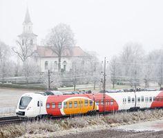 #Alstom suministrará ocho trenes regionales Coradia Nordic suplementarios en Suecia. La autoridad sueca dl transporte público de la región de Östgöta, Östgötatrafiken, ha contrato con Alstom el suministro de ocho trenes regionales Coradia Nordic suplementarios por un montante de cincuenta millones de euros,opción incluida en el contrato firmado entre ambos en 2008.Están diseñados para funcionar a temperaturas de hasta 35 grados bajo cero y cuentan con equipos para eliminar la nieve y el…
