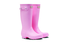 They're not merely pink, they're Langham Pink, aka Pantone color Hunter Wellies, Hunter Boots, Langham Hotel, Instagram Worthy, Pantone Color, Rubber Rain Boots, Pink, Fashion, Moda