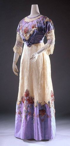1910 dress. I'm really loving early 1900's fashion right now.