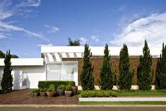 Casa Térrea : Casas modernas por Ana Paula e Sanderson Arquitetura