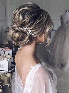#WeddingHairDown Bridal Hair Vine, Hair Comb Wedding, Wedding Hair Pieces, Bridal Comb, Bridal Hairpiece, Wedding Makeup, Short Wedding Hair Updo, Bridal Hair Updo Elegant, Wedding Party Hair