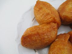 today i'm blogging about 유부초밥 - homemade yubuchobap / inari sushi. it was so delicious!  click here to read and see more: http://www.strangeness-and-charms.com/2014/08/vegan-love-homemade-yubuchobap-inari.html