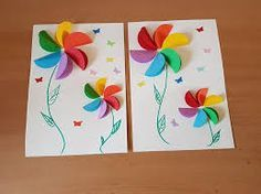 These Paper Craft Flowers are made with construction paper. These rainbow paper flowers are perfect for preschoolers, kindergarteners, and kids of all ages. Use them to create fun pictures, mother's day cards, or a fun spring craft. Summer Diy, Summer Crafts, Diy Spring, Construction Paper Flowers, Paper Flowers For Kids, Circle Crafts, Rainbow Paper, Paper Flower Tutorial, Paper Crafts For Kids