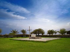 Nikos Kazantzakis grave at Martinengo photo:Pavlos Κapoglou Crete Greece, Golf Courses, Beautiful Places, Sidewalk, Island, Amazing, Crete, Side Walkway, Walkway