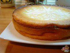 """Me encanta las tartas de queso y esta receta de """"Giro a la izquierda Thermomix"""", es un gozada, merece la pena encender el horno y son dos minutos, super r..."""