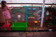 Cómo hacer una pared de agua, un experimento para niños - Juntines.com
