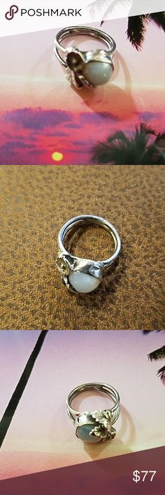 """Retro Sunset Sterling Ring Adorable Retro Sterling with white stone. NWOT Has a little flower and leaves. This is a quality retro piece. 1/4""""x1/4"""". Jewelry Rings"""