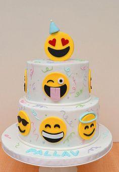 Roquefort mini cakes, smoked walnuts and bacon - Clean Eating Snacks Teen Cakes, Girl Cakes, Emoji Theme Party, Number One Cake, Piggy Cake, Emoji Cake, 13 Birthday Cake, Savoury Cake, Party Cakes