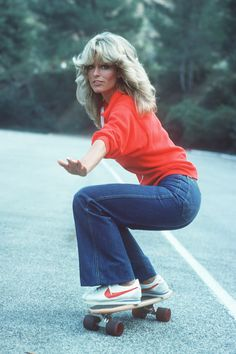 Farrah Fawcett wearing Nike Cortez sneakers in episode of Charlie's Angels from 70s Inspired Fashion, 70s Fashion, Look Fashion, Seventies Fashion, 1980s Fashion Trends, 70s Hippie Fashion, Fashion Shoes, 70s Vintage Fashion, Disco Fashion