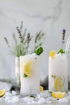 This Lavender Mint Vodka Lemonade is a super easy, incredibly refreshing summer cocktail. Mango Margarita, Margarita Recipes, Vodka Limonade, Spicy Candy, Refreshing Summer Cocktails, Culinary Lavender, Fruit Drinks, Beverages, Yummy Drinks