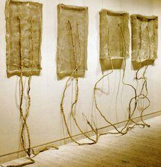 Eva Hesse (postminimalisme) gaat experimenteren (bv. mens onderhevig aan zwaartekracht, dynamiek)