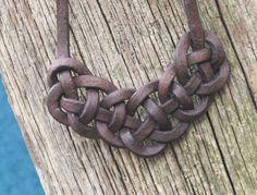 Der unendliche keltische Knoten aus Leder von Talismanufaktur auf DaWanda.com