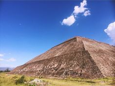 """Teotihuacan o Teotihuacán en náhuatl: ''lugar donde los hombres se convierten en dioses"""""""