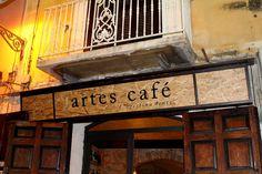 L'Artes Café nasce da un progetto della cooperativa Artes, onlus di tipo B, impegnata nell'inserimento lavorativo di persone svantaggiate.
