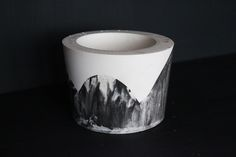 ORE | Monochrome wave pot